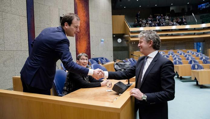 Alleen de PvdA en de SP zien nog heil in Asschers flexwet. De andere partijen willen dat de wet teruggaat naar de tekentafel.