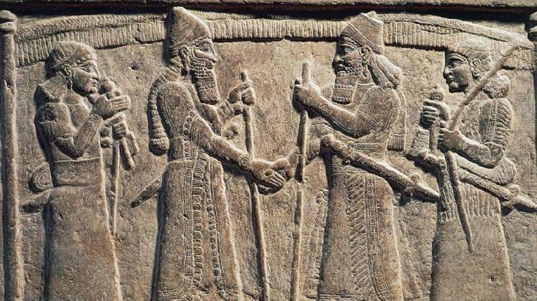 De eerste handdruk ooit vastgelegd tussen de koningen van het Assyrische Rijk en Babylonië. Beeld