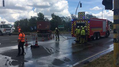 Brandweer ruimt cementspoor op aan oprit E17 in Deerlijk