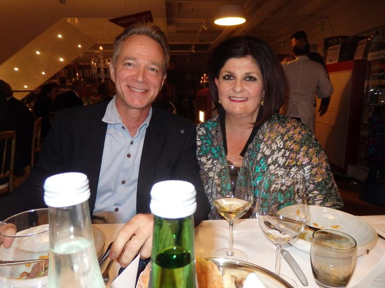 Jannis en Claudia Brevet zitten, van restaurant Inter Scaldes (van nummer 1 naar 2). 'Zo moet je dat niet zien' Beeld Schuim