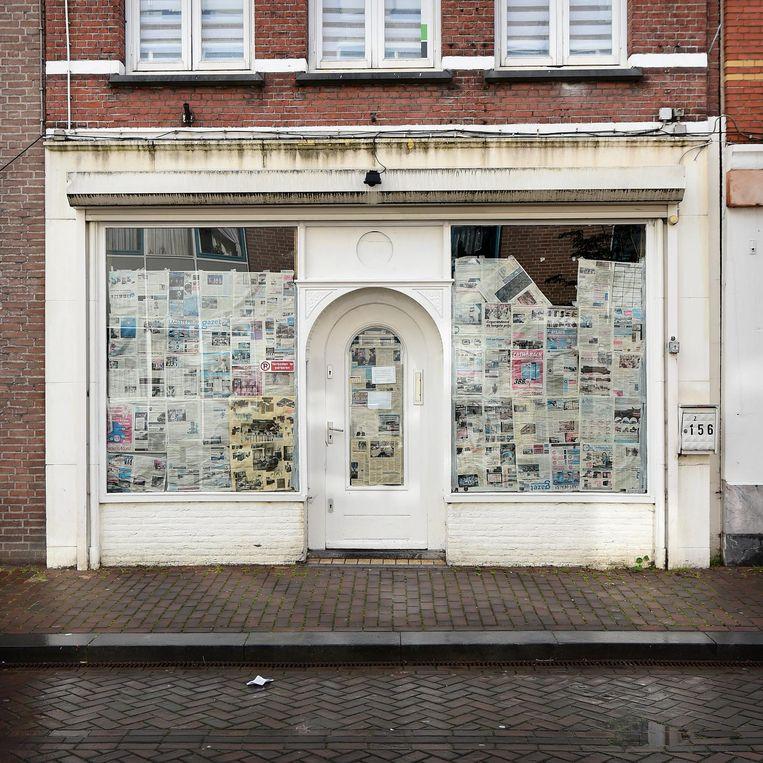 De gesloten coffeeshop Azul in Roosendaal. Beeld Marcel van den Bergh