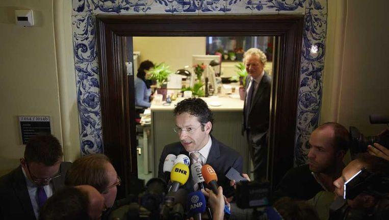 Minister Jeroen Dijsselbloem van Financien geeft een reactie op de nieuwe ramingen van het Centraal Planbureau. Het begrotingstekort komt dit jaar uit op 3,3 procent en volgend jaar op 3,4 procent, blijkt uit CPB-ramingen. Beeld anp