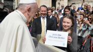 """Paus Franciscus moedigt Greta Thunberg aan tijdens audiëntie: """"Ga door, Greta, gewoon doorgaan"""""""