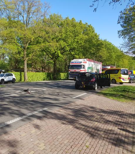 Auto's botsen met vrachtwagen op N233 bij Rhenen
