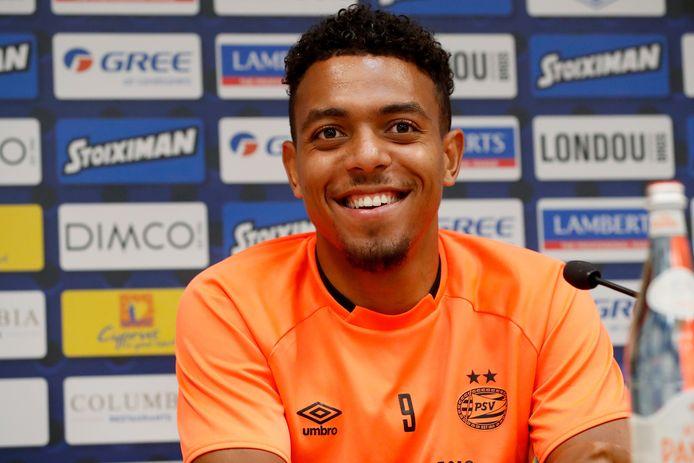 Donyell Malen schoof woensdagavond aan bij de persconferentie in aanloop naar Apollon Limassol - PSV.