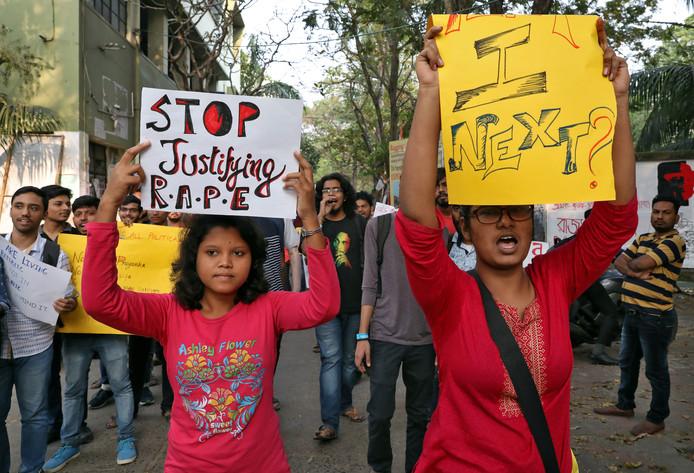 Studenten willen dat de verkrachters en moordenaars worden bestraft.
