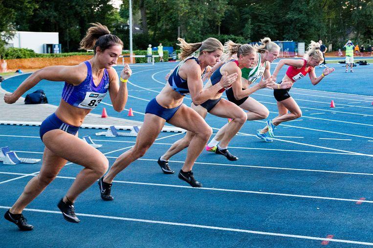 Dafne Schippers tijdens de start van de 100 meter sprint.  Beeld Arie Kievit