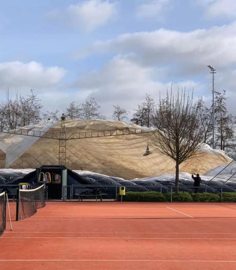 Ballonhal van Nootdorpse tennisclub ingestort