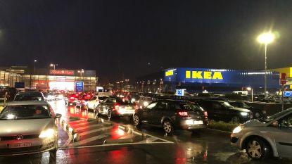 """Lek aan grondverzakking Ikea wordt morgen aangepakt: """"Hopelijk duurt herstelling niet langer dan één dag, maar we beloven niks"""""""