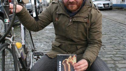 Ivo (36) schrijft fictieboek over Flandrien