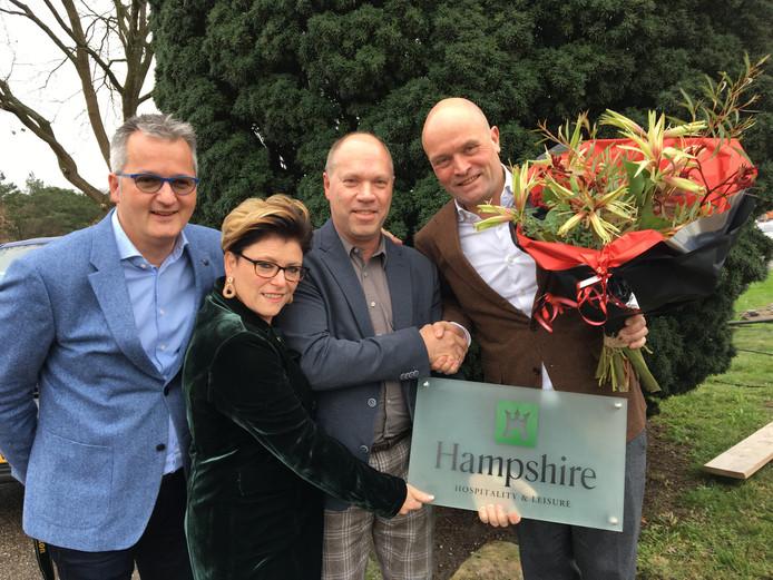 Bob Olde Olthof,  Henrike Lobbes en Arnold Labohm (v.l.n.r.) nemen de licentieformule van Hampshire over. Rechts Leon Dijkstra.