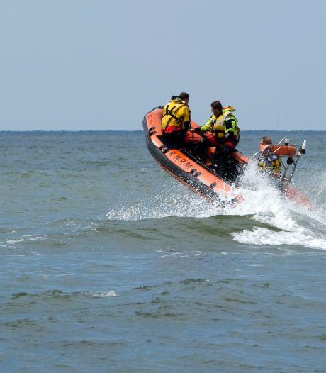 Zwemmer (37) die gereanimeerd moest worden na helpen kinderen, alsnog overleden