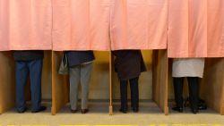 Nee, u moet niet opnieuw gaan stemmen. Maar wie beslist daarover?