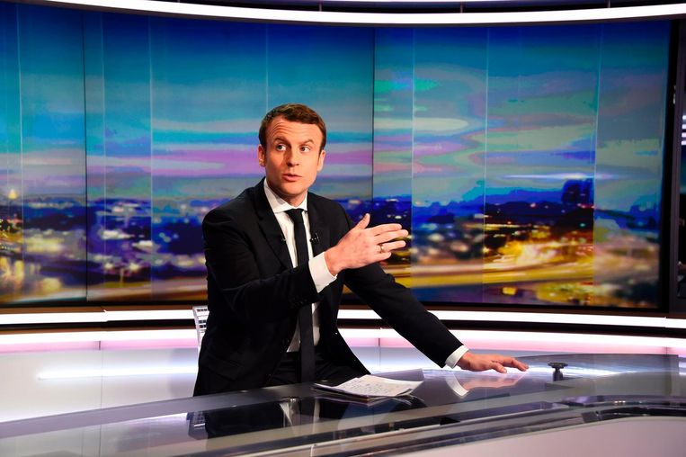 De Franse presidentskandidaat Emmanuel Macron zondagavond op de Franse televisie. Beeld afp