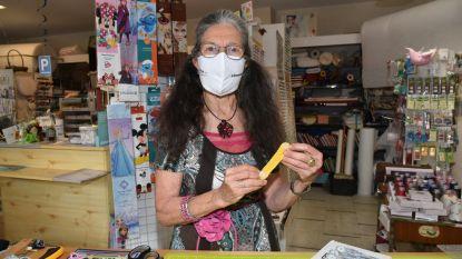 Pijnlijke oorschelpen door elastiekjes van mondmaskers? Daar heeft patchworker Diana de oplossing voor