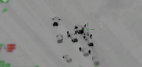 Politie zet beelden achtervolging bestuurder met lachgas online: 'Wat gooide hij nou net uit het voertuig?'