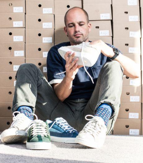 Schoenenverkoop brengt hooi op de plank voor geitjes kinderboerderij