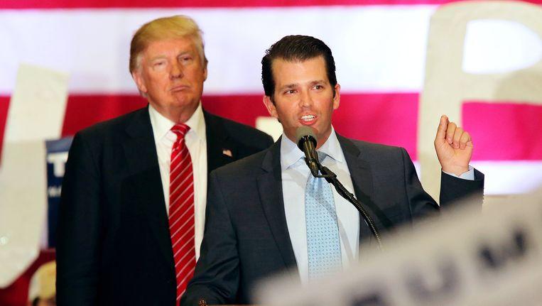 Donald Trump sr. en jr., vorig jaar op campagne. Beeld epa