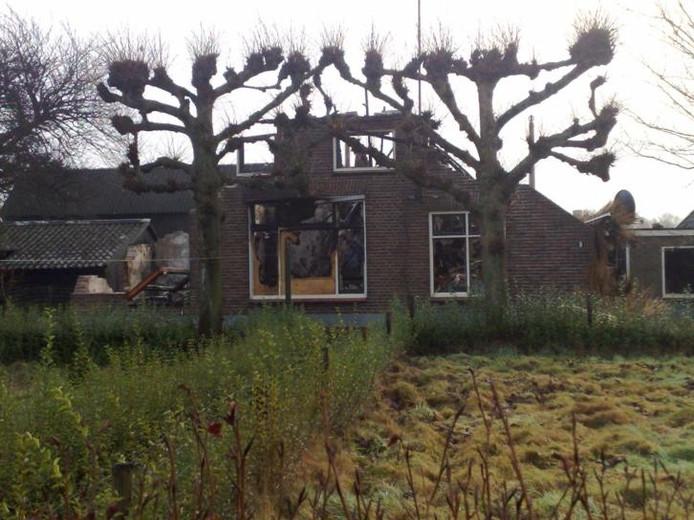 Leegstaande boerderij in vlammen op epe for Boerderij te koop apeldoorn