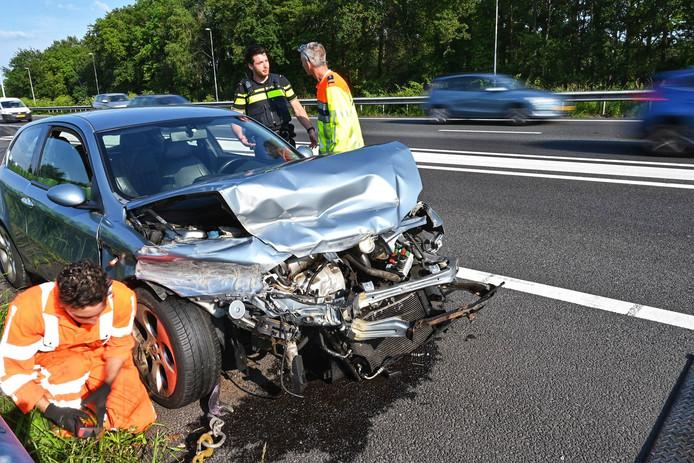 Auto zwaar beschadigd bij ongeluk op de A58 tussen Breda en Etten-Leur.
