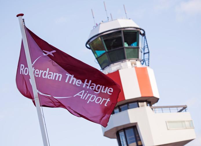Sluiting van Rotterdam The Hague Airport. Als het aan GroenLinks in Rotterdam ligt, is dat een serieuze optie. Maar de fractie staat alleen.