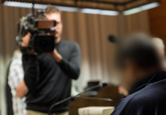 Hussein K. voor het begin van de tweede zittingsdag van de rechtszaak tegen hem in Freiburg.