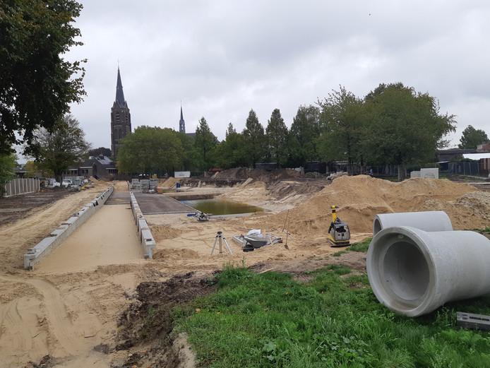 De contouren van het vernieuwde Van Greunsvenpark in Vlijmen krijgen langzaam aan vorm.