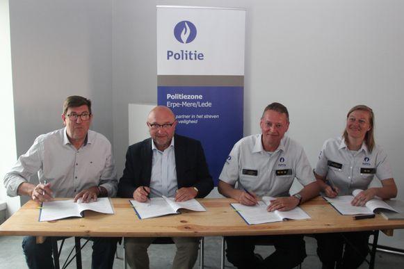 Met de ondertekening van het charter door BIN-coördinator Jan Wynendaele, burgemeester Hugo De Waele (CD&V), korpschef Luk Lacaeyse en commissaris Nathalie Bel