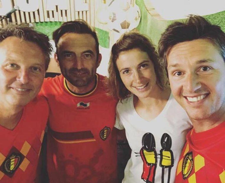 Ook voetbalananaliste Imke Courtois, hier met de Romeo's, poseerde al met het SuperGilles-T-shirt.