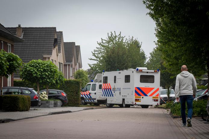 Bij de woningbrand in Nieuwleusen kwam zondagochtend een 22-jarige man om het leven.