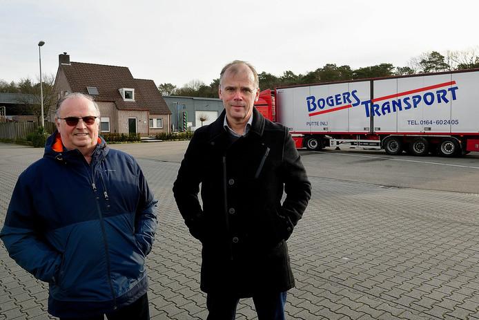 De firma Bogers in Putte stopt noodgedwongen met transport en logistiek. Rinus Bogers (links) runde het bedrijf samen met zijn broer Leo. Naast hem Willy Bogers, de huidige directeur en zoon van Leo. Het bedrijf werd in 1926 opgericht door opa Cees Bogers, als dorpsmolenaar.