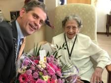 Oudste inwoner van Dordrecht viert haar 105de verjaardag, zonder bezoek