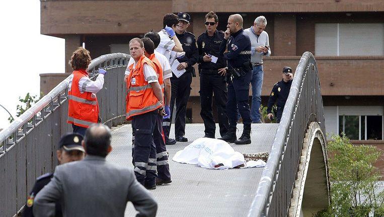 Agenten hebben het lichaam van Carrasco na de moord afgedekt Beeld afp
