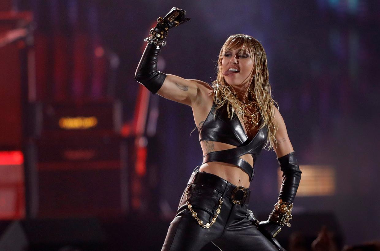 Miley Cyrus. Ook haar queerness – de parapluterm voor verschillende lgbqt-identiteiten – werd het voorbije jaar fel bekritiseerd.