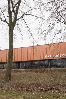 Gemeente zet bestuur zwembad IJsselslag aan de kant