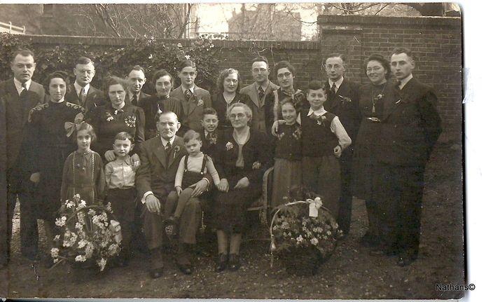 De familiefoto die voor Nathans Auschwitz uitlegt. Gemaakt in Arnhem, 1942.
