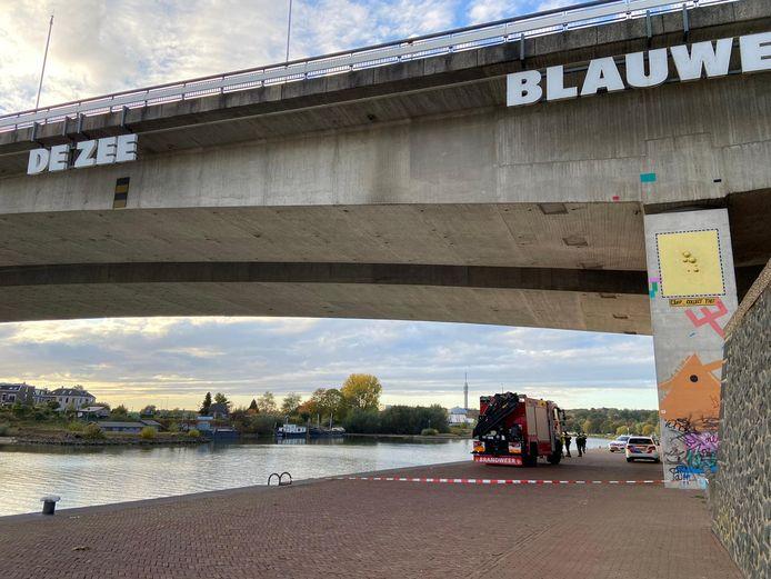 Er is een lichaam gevonden in de Rijn bij Arnhem. De politie doet onderzoek.
