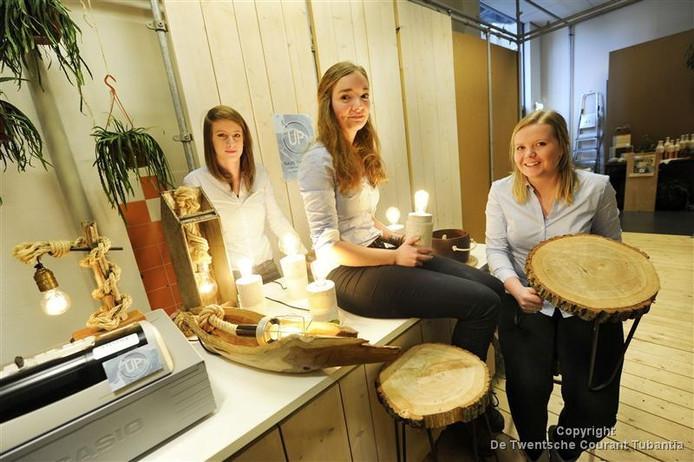 Pien ten Napel (m.) opende afgelopen maart een pop-upstore in Enschede met medestudenten Esther Denneboom en Sanne van den Pol