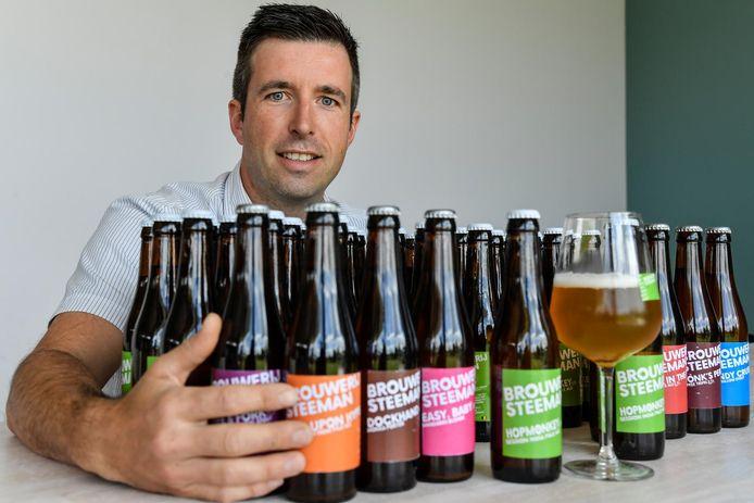 """David Steeman ontwikkelde in 2016 op basis van vier ingrediënten een reeks biertjes met aparte smaken. De Hopmonkey was het meest succesvol. """"Blij dat het bier nu in goede handen is"""", zegt hij over de overname."""