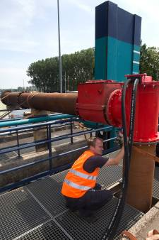 Waterschap pompt water van de IJssel naar de Oude IJssel