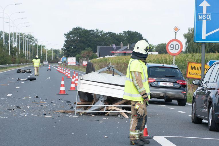 Als gevolg van het ongeval moest het verkeer richting Gent een tijd over de pechstrook.