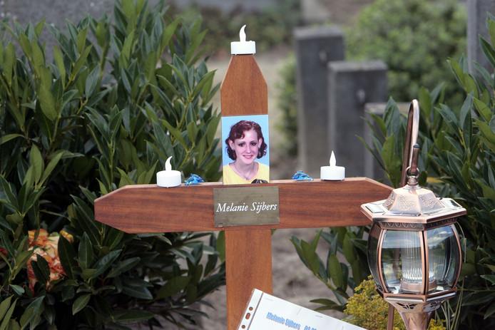 Het graf van Melanie Sijbers op begraafplaats Zesgehuchten in Geldrop.