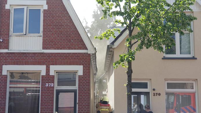 De rook is goed te zien vanaf de straat.