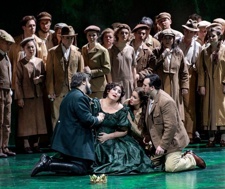 Nabucco bij De Nationale Opera. In het midden Anna Pirozzi als Abigaille. Beeld Martin Walz
