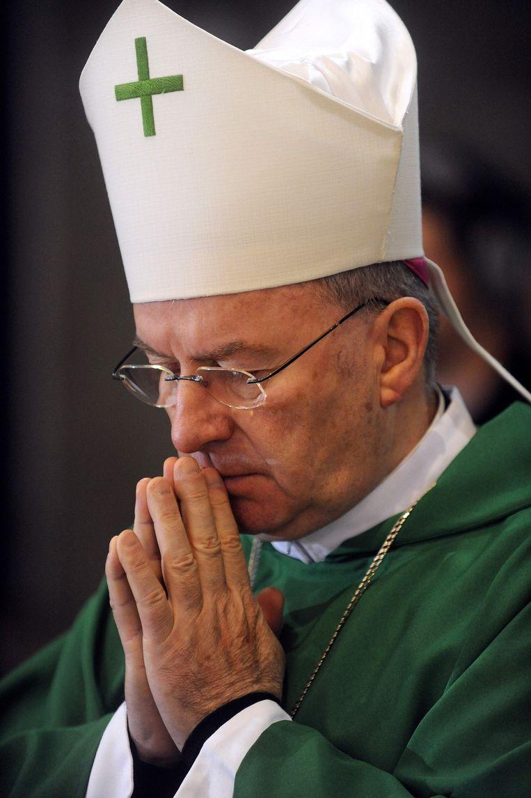 Luigi Ventura, de ambassadeur van het Vaticaan in Frankrijk.