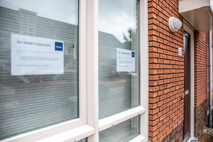 Het pand aan de Zwolse Van Disselstraat waarvan huurder Idris M. beschoten werd, is in september op last van de burgemeester gesloten.