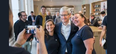 Haagse Apple-klanten zien ineens Tim Cook de winkel binnenlopen