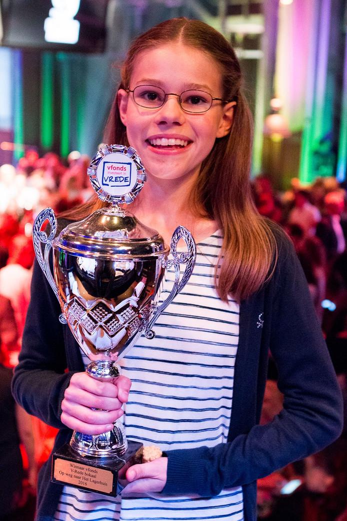 De 13-jarige Lisa van der Geer won de debatwedstrijd
