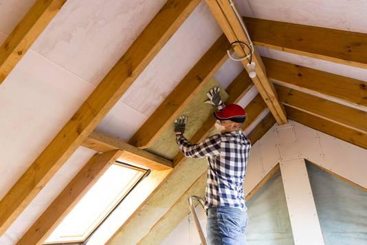 Een warmtepomp levert minder energie dan een gasketel. Daarom moeten huizen eerst goed worden geïsoleerd.