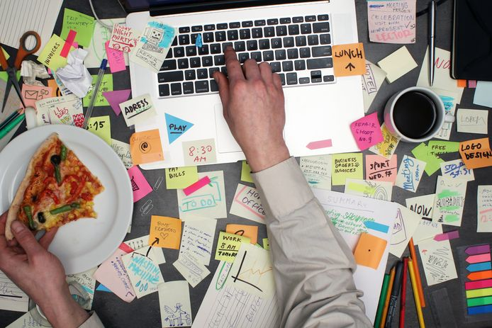 Foto ter illustratie. Hoe opgeruimd is jouw werkplek?